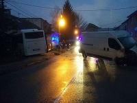 Dopravná nehoda autobusu a dodávky v Žiline.