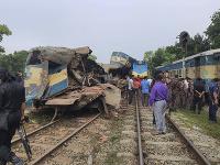 Zrážku vlakov neprežilo 15 ľudí