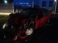 Auto narazilo do návesu kamióna