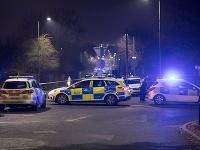 Muž v Británii zámerne vrazil do detí