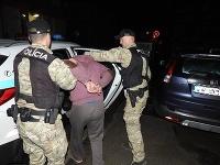 Vyšetrovateľ obvinil zo zločinu ublíženia na zdraví 30-ročného muža z okresu Brezno.