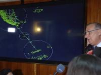Na videosnímke generál Eduardo Mosqueira hovorí o zmiznutom lietadle