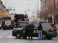 Polícia zabezpečuje miesto prestrelky