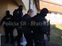 Polícia previezla mužov na Slovensko