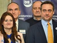 Jozef Rajtár a Natália Blahová počas programovej konferencie Demokratickej strany