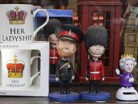 Postavičky znázorňujúce britskú kráľovnú Alžbetu II. (vpravo) a princa Harryho (vľavo)