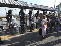 Mexické úrady zabránili viac ako 2000 migrantom vstúpiť do krajiny.