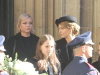 Dominika Gottová a Ivana Gottová na pohrebe Karla Gotta.