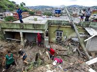 Pri záplavách a zosuvoch pôdy spôsobených dažďami v Brazílii zahynulo 30 ľudí