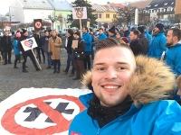Erik Radačovský sa ešte formálne nevzdal kandidatúry