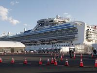 Na snímke je loď Diamond Princess, ktorá je od začiatku februára v karanténe v japonskom prístave Jokohama
