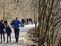 Pekné slnečné počasie vylákalo Bratislavčanov na prechádzku