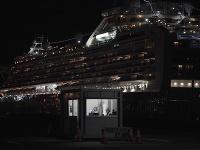 Stovky ľudí opustili výletnú loď