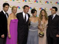 Zľava David Schwimmer, Lisa Kudrow, Matthew Perry, Courteney Cox Arquette, Jennifer Aniston a Matt LeBlanc