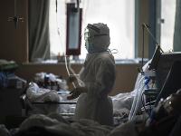 Počet nakazených od začiatku epidémie v krajine tým prevýšil 77-tisíc