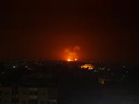Ozbrojené sily uviedli, že zasiahli ciele militantov južne od Damasku a v Pásme Gazy