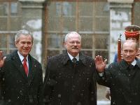 Prezidenti USA a Ruska George Bush a Vladimir Putin v sprievode vtedajšieho prezidenta SR Ivana Gašparoviča