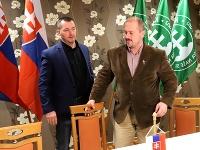 Lder ĽSNS Marian Kotleba v centrále strany po voľbách do NR SR v Banskej Bystrici.