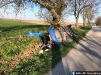 Vodič náraz do stromu neprežil