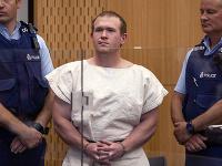 Brenton Tarrant v rukách polície