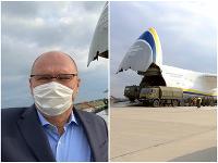 Richard Sulík bol pri tom, ako sa náklad vykladal na letisku M. R. Štefánika v Bratislave.