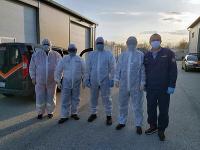 Príslušníci Hasičského a záchranného zboru už dva týždne dohliadajú na chod karanténneho centra v Gabčíkove.