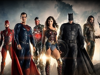 Herec Ezra Miller si zahral napríklad Flasha v DC komiksovke Justice League.