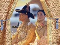 Thajský kráľ Ráma X. poňal karanténu po svojom.