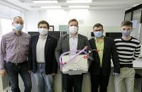 Na snímke sériová výroba prenosného alternatívneho pľúcneho ventilátora Q -vent, ktorý vyvinuli a skonštruovali mladí slovenskí vedci