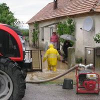 V obci Cakov voda zatopila rodinné domy