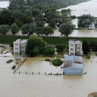 Záplavy po pretrhnutí hrádze