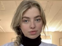 Anais Gallagher