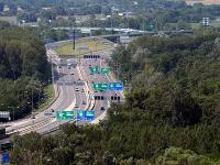 Na snímke pohľad na diaľničný obchvat – Einsteinova cesta v mieste Pečnianského lesa
