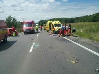 Pri zrážke osobného motorového vozidla a dvoch motocyklov zahynuli dve osoby.