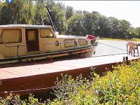 Polícia zaistila muža, ktorý kradol na lodi na mŕtvom ramene Dunaja