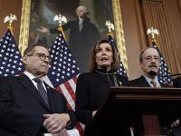 Predsedníčka Snemovne reprezentantov USA Nancy Pelosiová (v strede)