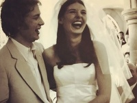 Jamie Oliver s manželkou v deň svadby.