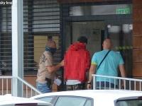 Obvinený mal z ruksaku svojej družky vytiahnuť peňaženku, z ktorej chcel vziať peniaze.