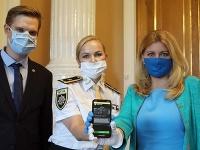 Viceprezidentka policajného zboru Jana Maškarová predstavila prezidentke SR Zuzane Čaputovej novú mobilnú aplikáciu Pomáham chrániť,
