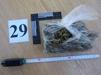 Policajti našli väčšie množstvo strelných zbraní, streliva a omamných a psychotropných látok