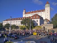 Stovky ľudí pochodovali v Bratislave za rešpektovanie reprodukčných práv