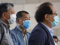 Aj v Hongkongu sa stále nosia rúška.