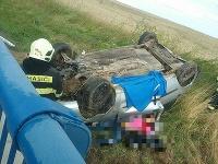 Hasiči z Trebišova momentálne zasahujú pri dopravnej nehode jedného vozidla, ktorá sa stala v katastri obce Veľaty.