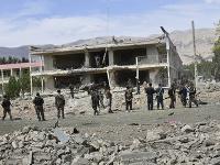Najmenej 11 mŕtvych a 63 zranených si v pondelok vyžiadal útok militantného hnutia Taliban na sídlo tajnej služby na severe Afganistanu.