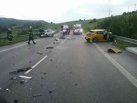 Štyri osoby utrpeli zranenia pri dopravnej nehode, ktorá sa stala na ceste I/66 v katastri obce Brusno v okrese Banská Bystrica.