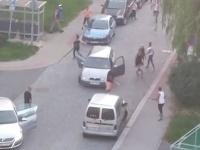 Na ulici v Jablonci nad Nisou sa pobilo tridsať ľudí.