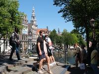 Holandské mestá zaviedli na niektorých miestach povinné rúška