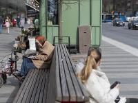 Ľudia vo Švédsku sa rúškami poväčšine nechránia.