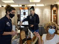 Grécko zaznamenalo nárast nových prípadov koronavírusu po otvorení letísk a hraníc a zrušení reštriktívnych opatrení.