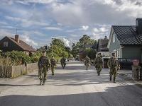 Švédski vojaci v uliciach Gotlandu.